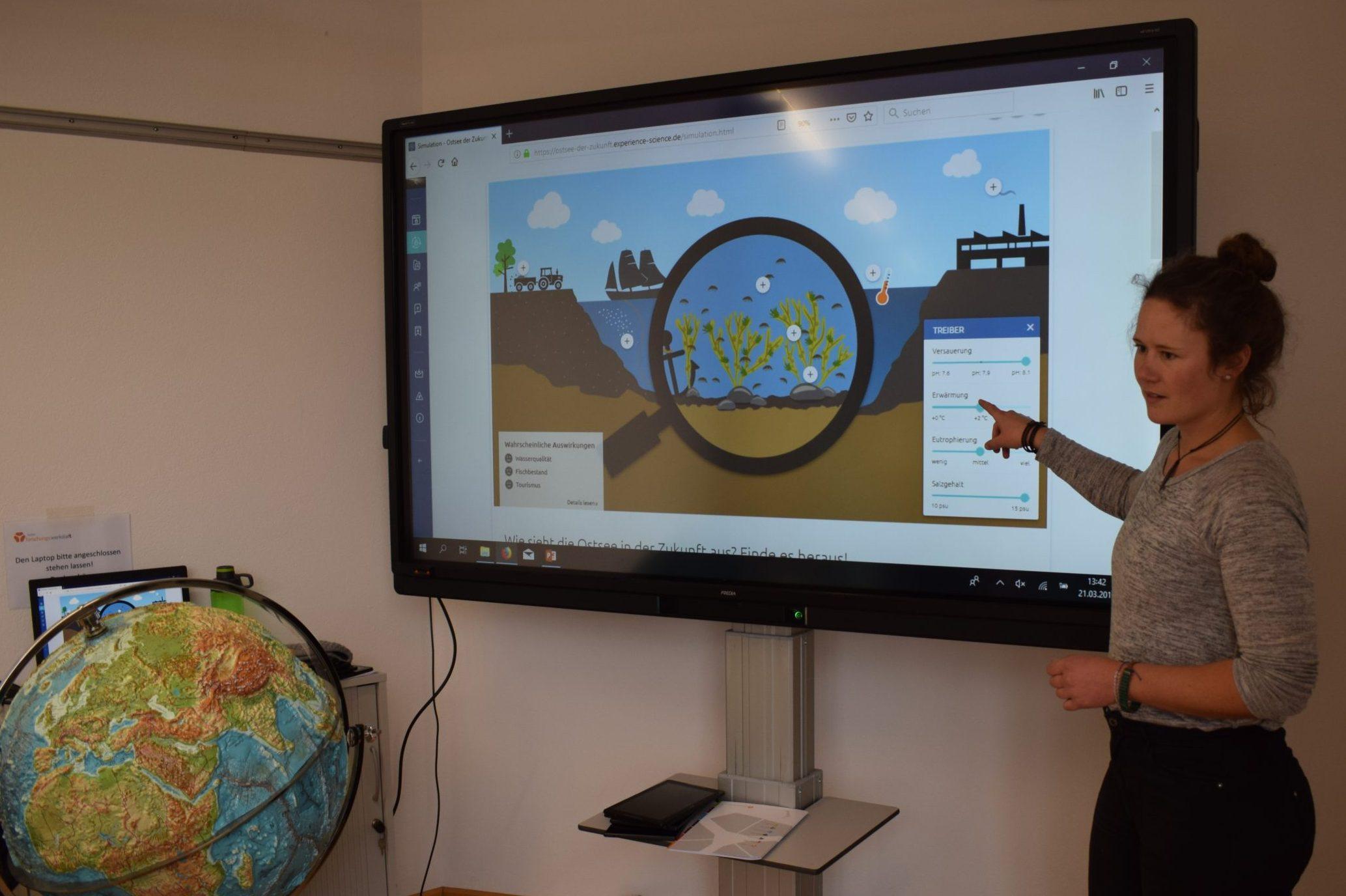 Johanna Krüger erforscht die Kombination verschiedener Arbeitsweisen im Schülerlabor